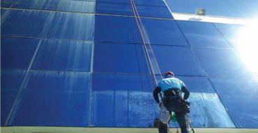 cuidados com a limpeza de fachada de vidro