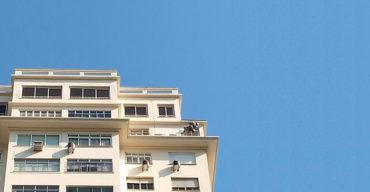 Prédio passa pela manutenção emergencial de fachada